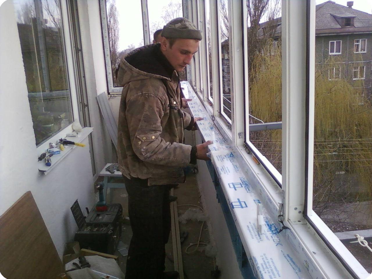 Установка подоконника пвх на балконе своими руками