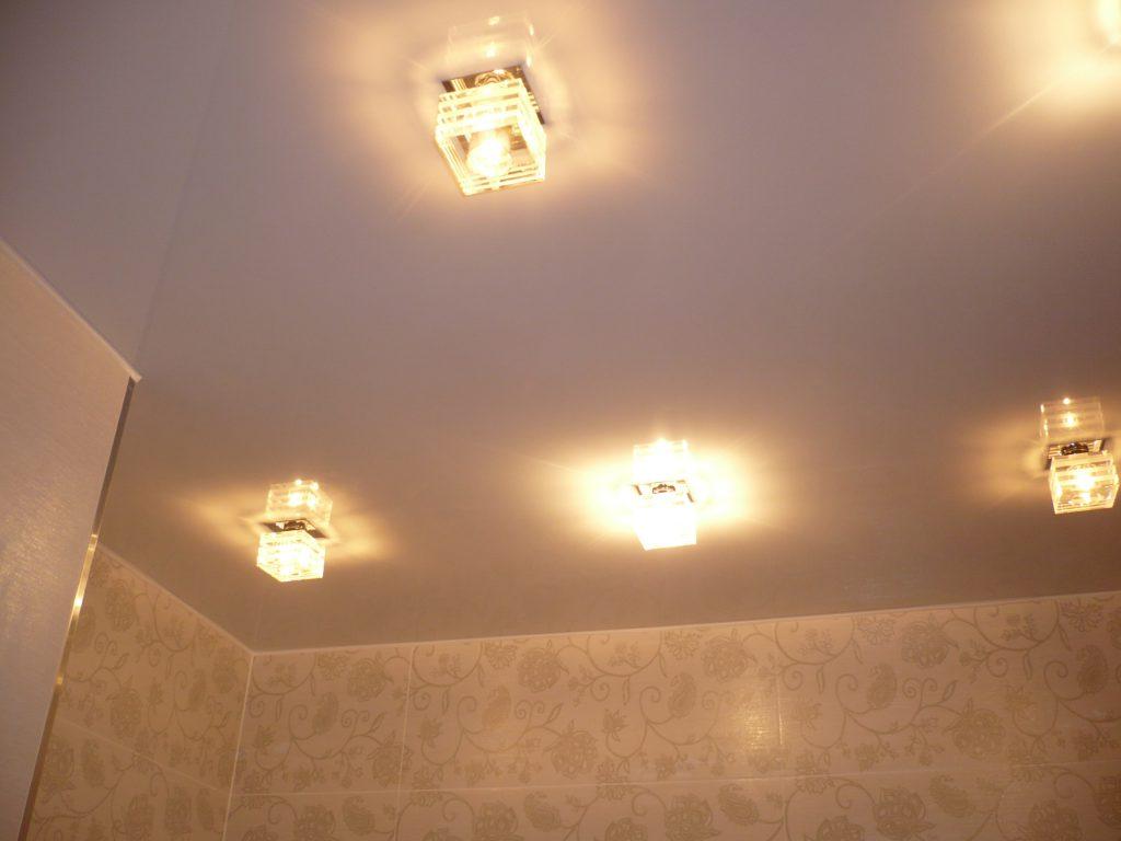 Потолочные светильники для ванной натяжной потолок