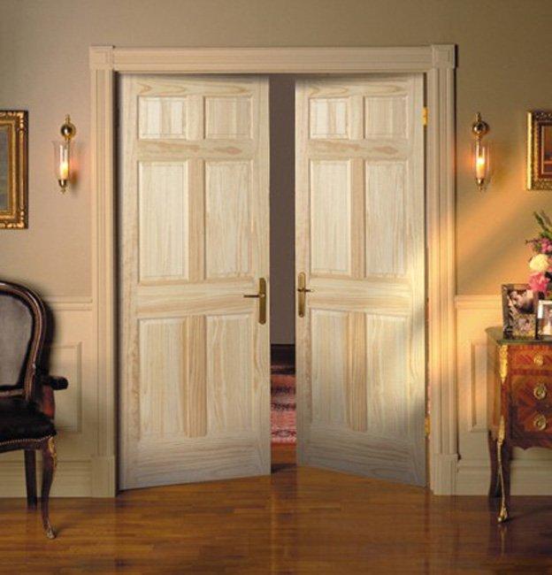 Двери нейтральных и естественных оттенков.